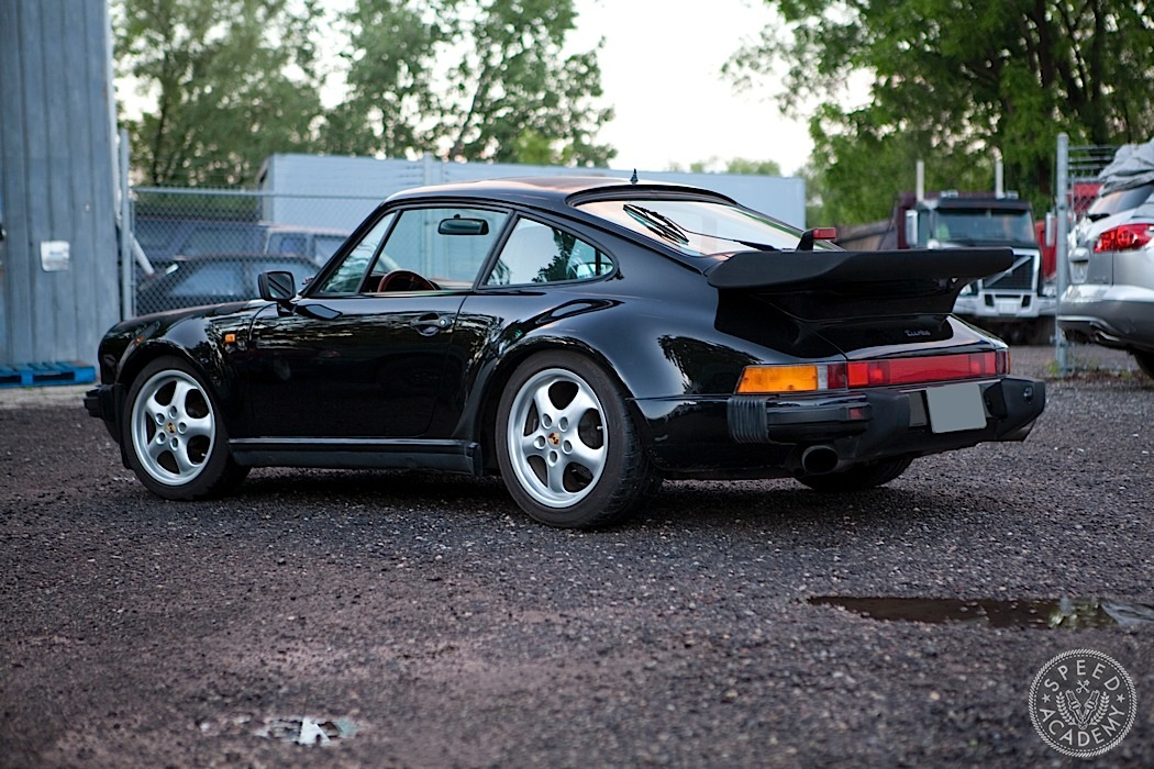 Porsche-930-turbo-911-intro024