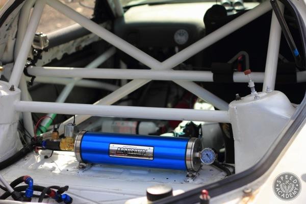 Mazda-FD-RX7-Accusump-install001