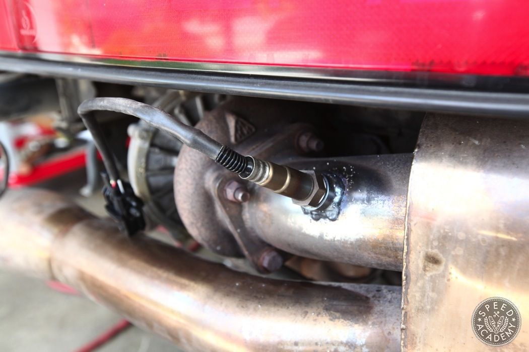 Porsche-911-930-AEM-wideband-install053
