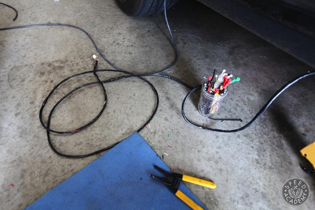 Porsche-911-930-AEM-wideband-install065