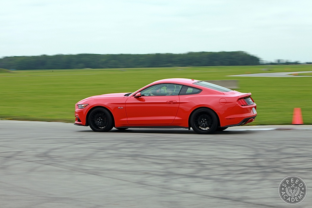 Ford-Mustang-GT-vs-Ecoboost-09