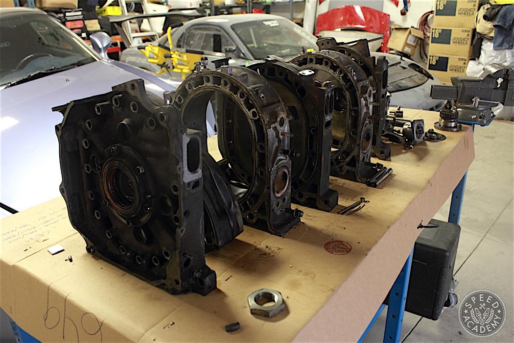 Mazda-RX7-13B-rotary-engine-disassembly-02