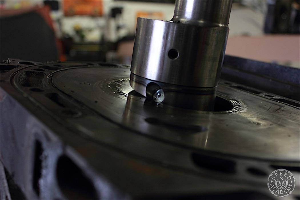 Mazda-RX7-13B-rotary-engine-disassembly-12