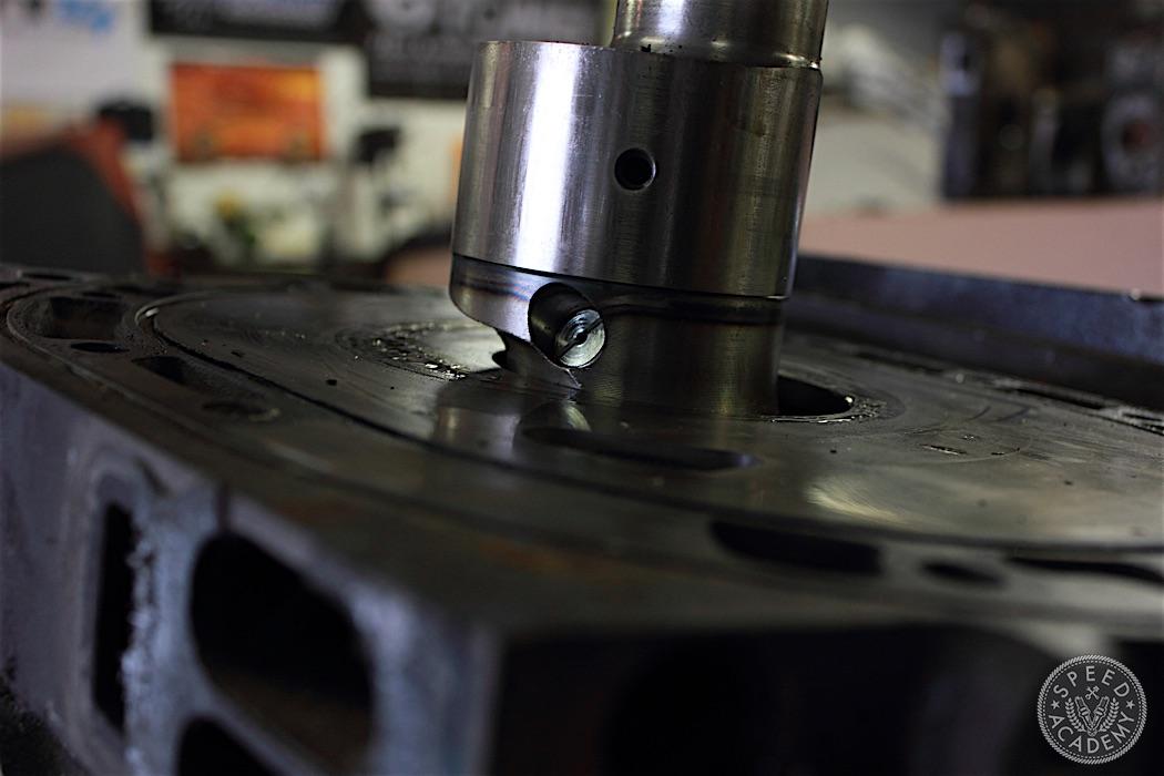 Mazda-RX7-13B-rotary-engine-disassembly-13