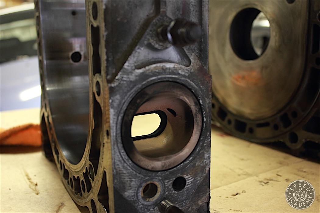 Mazda-RX7-13B-rotary-engine-disassembly-14