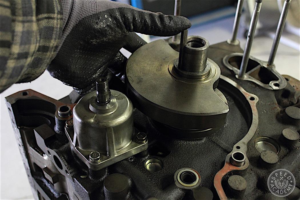Mazda-RX7-13B-rotary-engine-disassembly-17