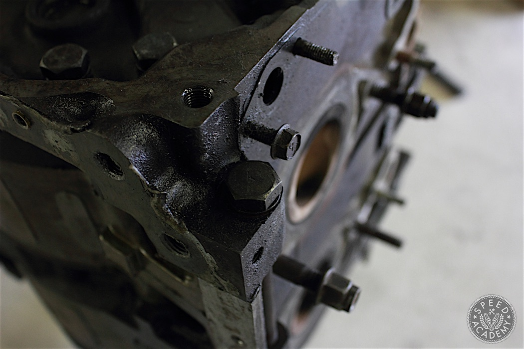 Mazda-RX7-13B-rotary-engine-disassembly-23
