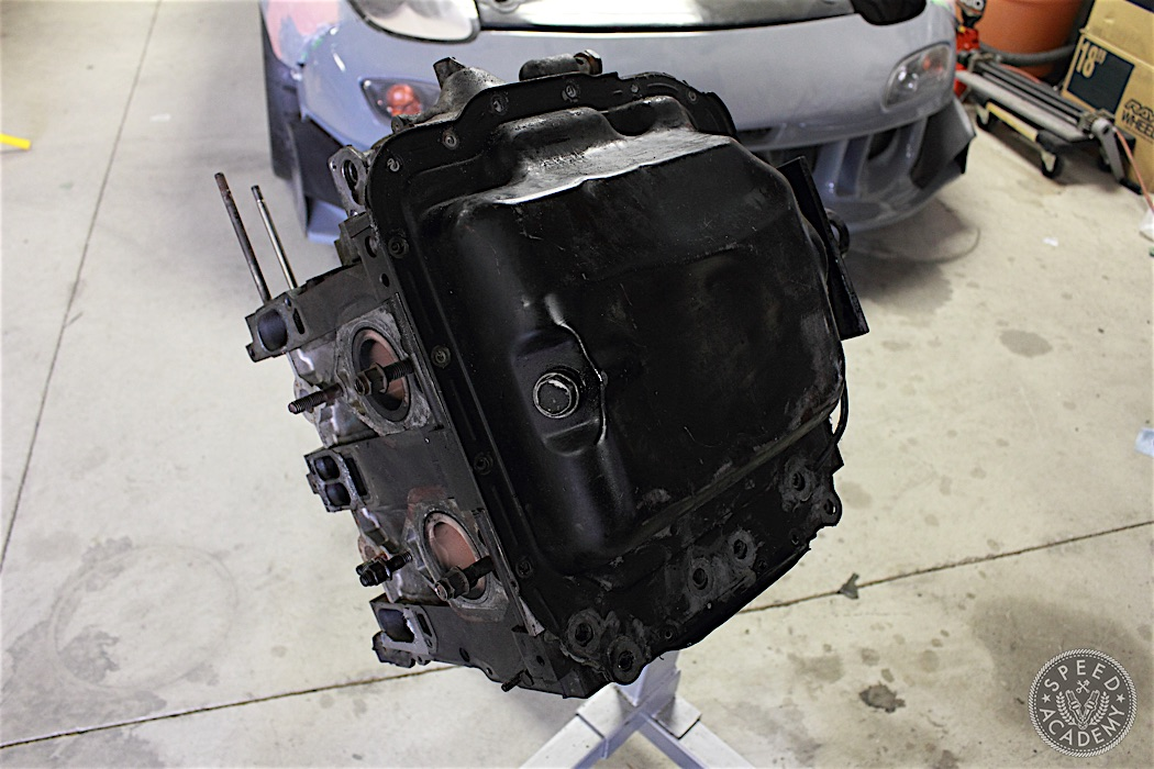 Mazda-RX7-13B-rotary-engine-disassembly-30