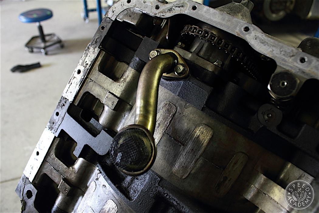 Mazda-RX7-13B-rotary-engine-disassembly-31
