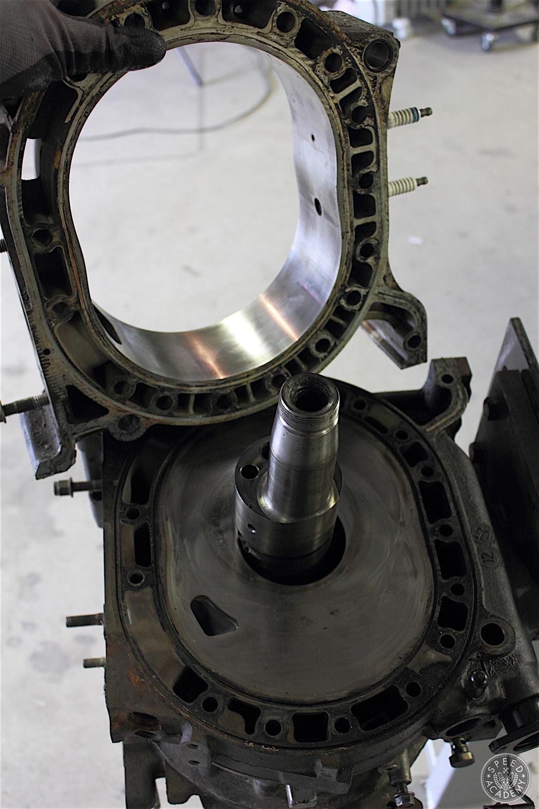 Mazda-RX7-13B-rotary-engine-disassembly-37