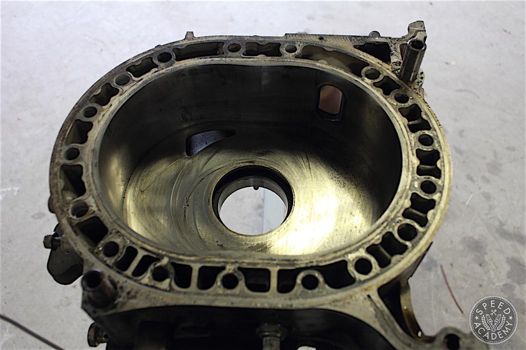 Mazda-RX7-13B-rotary-engine-disassembly-38