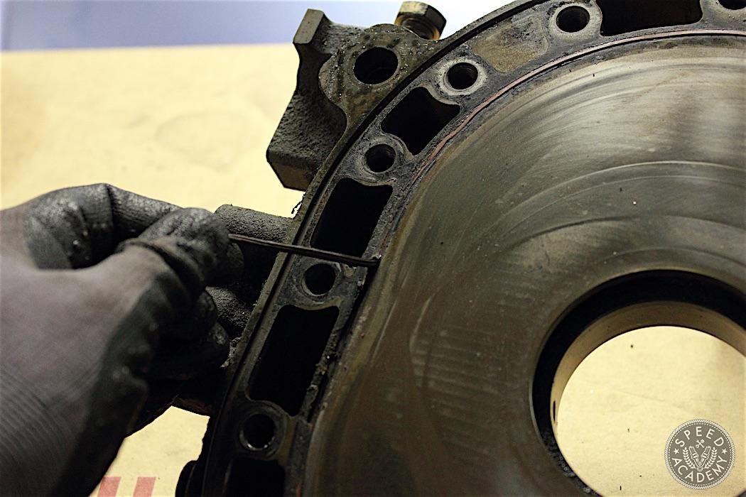 Mazda-RX7-13B-rotary-engine-disassembly-46