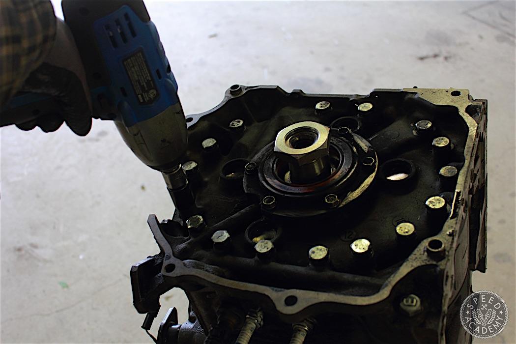 Mazda-RX7-13B-rotary-engine-disassembly-49