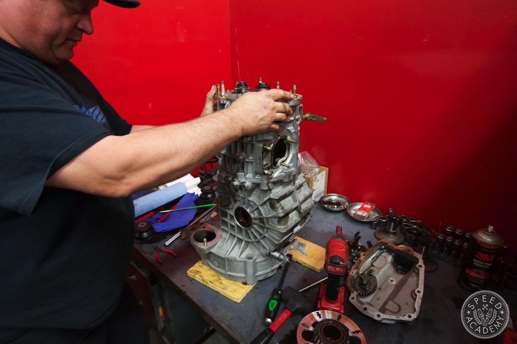 Porsche-911-930-transmission-rebuild-001