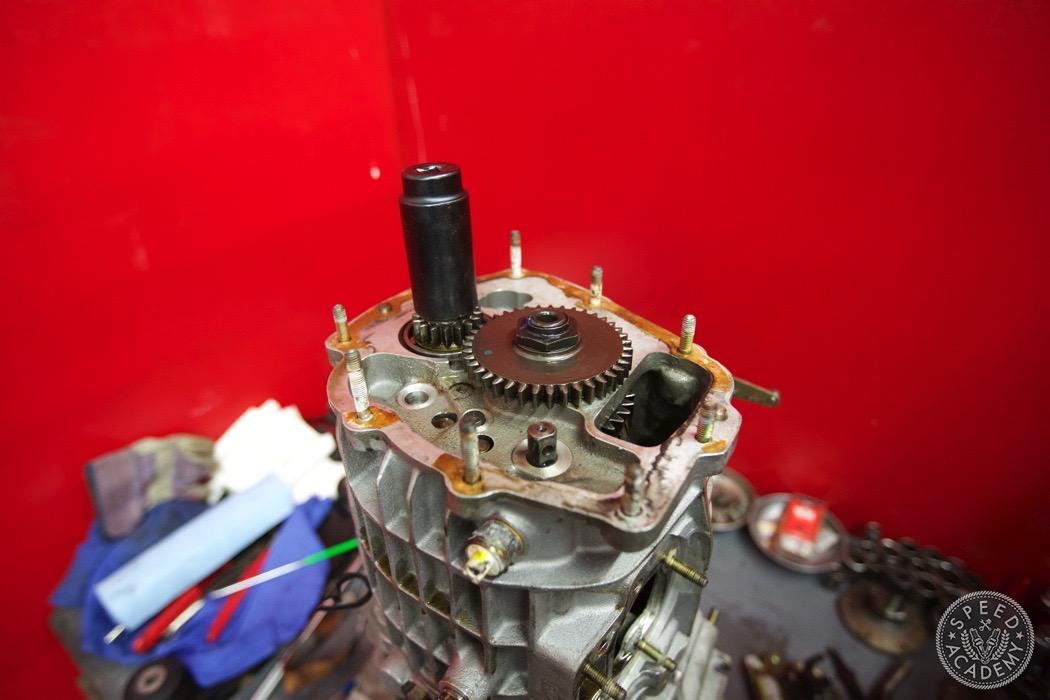 Porsche-911-930-transmission-rebuild-007