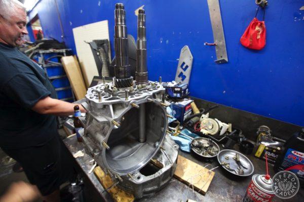 Porsche-911-930-transmission-rebuild-013