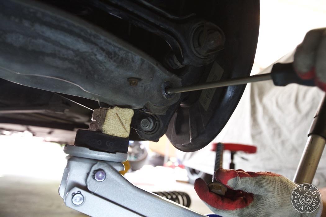 bmw-e90-e92-lowering-how-to-install-055