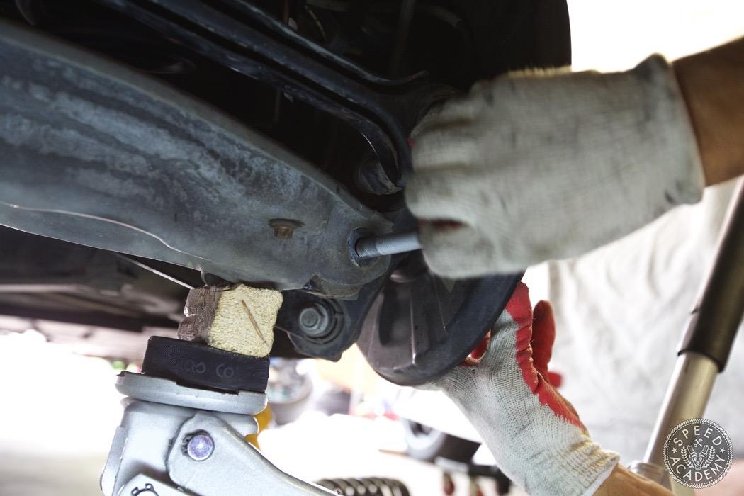 bmw-e90-e92-lowering-how-to-install-056