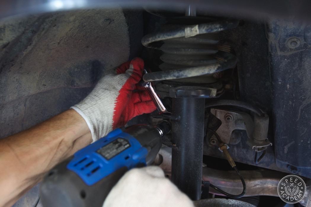 bmw-e90-e92-lowering-how-to-install-075