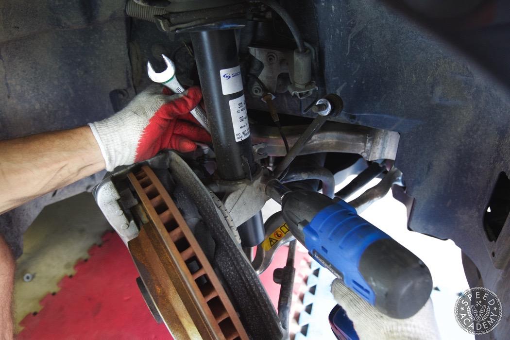 bmw-e90-e92-lowering-how-to-install-082